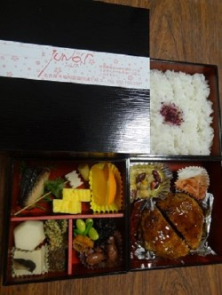 ☆JUNOS☆ 昭和区 日替わり三段弁当