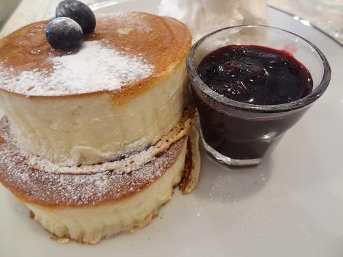 名古屋市中区栄駅より徒歩8分、エルクのパンケーキのふわふわ感が半端ない