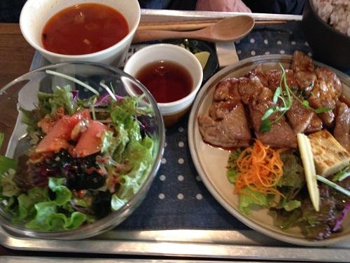 安城市にあるおしゃれなカフェ海と畑の台所ココペリシュリンプで子供と給食ランチを体験
