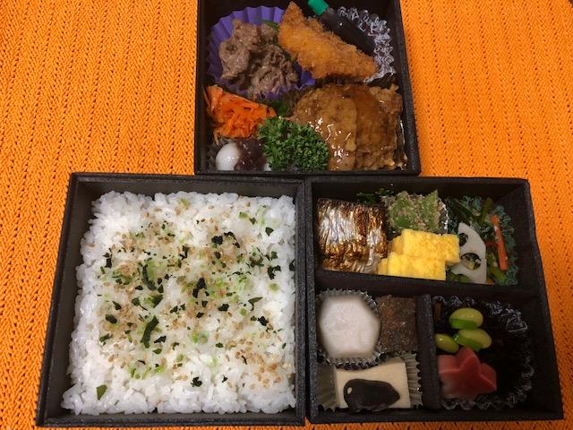 昭和区にあるJUNOSの日替わり三段弁当はハンバーグが絶品で子供も大好きです
