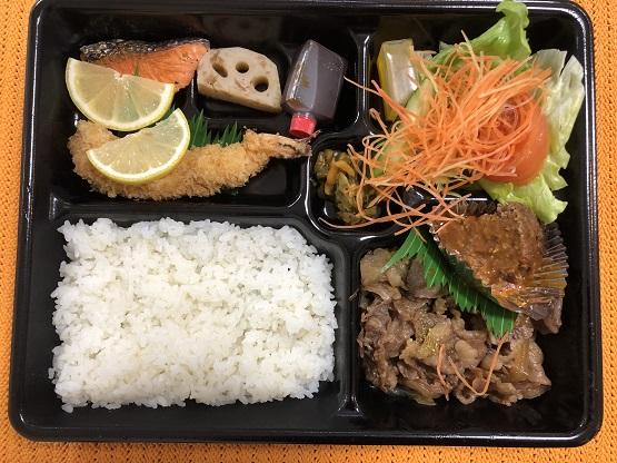毎回絶品オムライス弁当を提供するキッチン千代田のお肉&エビフライ弁当もかなりおすすめです。