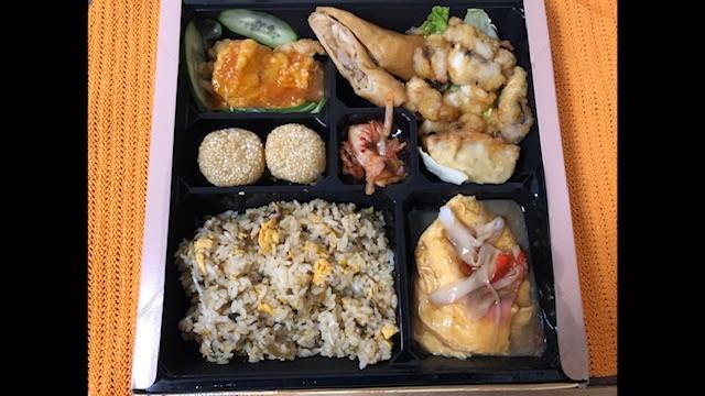 台湾料理海鮮館が作っているコックさんの自信作弁当はゴマ団子が美味しいです
