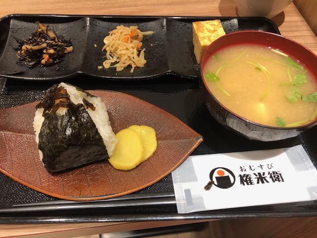 おむすび権米衛はアパホテル神田神保町に不随しているおにぎりチェーン店です