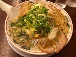 瑞穂区の行列ができるラーメン店、魁力屋 京都背脂「特性醤油ラーメン」をいただきました