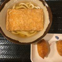 金山駅徒歩1分、さぬき安べえで手軽に自家手打ち麺を食す きつねうどんといなりの王道セットで大満足