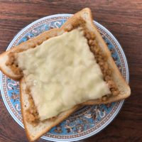 納豆チーズトーストは栄養満点で美味しいし、マヨネーズ玉子トーストはカロリーが気になるが子供のお気に入りでクセになる味