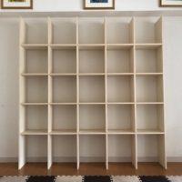 マルゲリータの本棚は賃貸でもおしゃれな壁一面に取り付けらる優れもので組み立ても楽なので引っ越しするときも便利